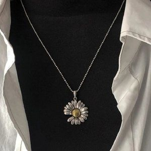 *NEW 925 Sterling Silver Retro Daisy Necklace
